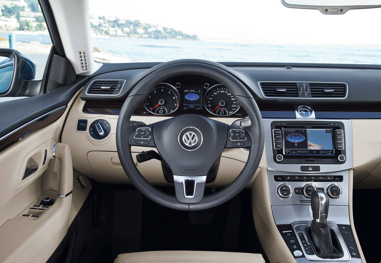Intérieur - 2/8 - VW Passat CC (2013) - http://volkswagen.cars.free.fr/